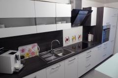 Modernste Kücheneinrichtung für die Zubereitung Ihrer Leibspeisen